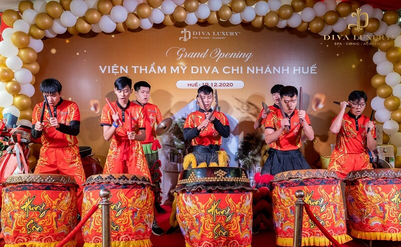 https://thammydiva.com.vn/wp-content/uploads/2020/12/khai-truong-vien-tham-my-diva-hue-15.jpg