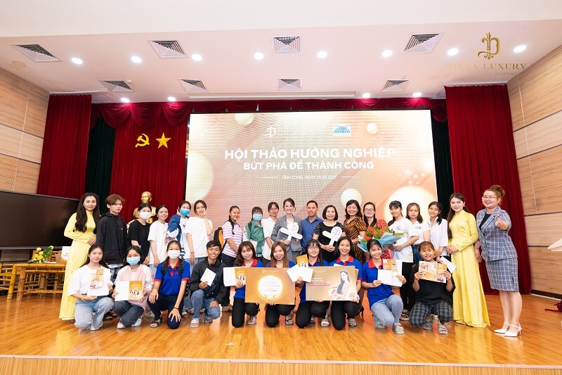 https://thammydiva.com.vn/wp-content/uploads/2021/03/huong-nghiep-tai-dai-hoc-cuu-long-hoc-vien-diva-academy-8.jpg